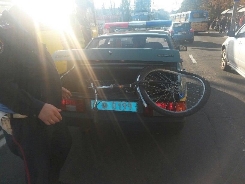В Мариуполе пьяный велосипедист врезался в автомобиль (ФОТО), фото-1