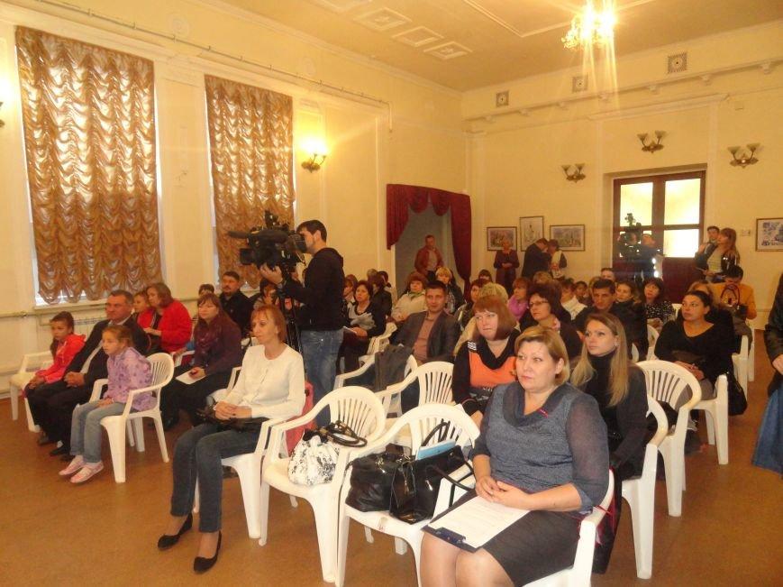 В Мариуполе прошла встреча семей, взявших к себе детей, оставшихся без родительской опеки (ФОТО), фото-2