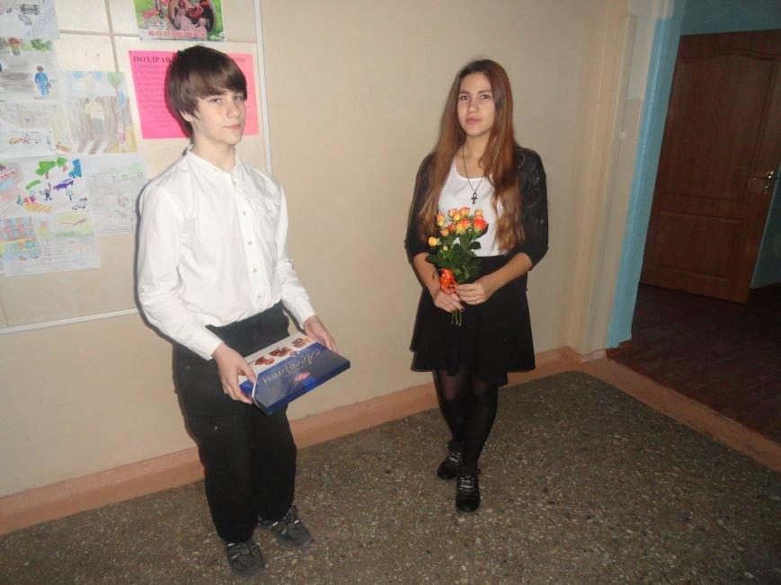 У мариупольских педагогов конфетно-букетный период (ФОТОРЕПОРТАЖ), фото-5