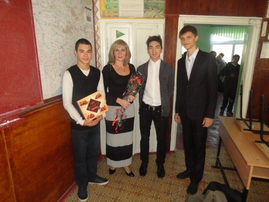 У мариупольских педагогов конфетно-букетный период (ФОТОРЕПОРТАЖ), фото-7