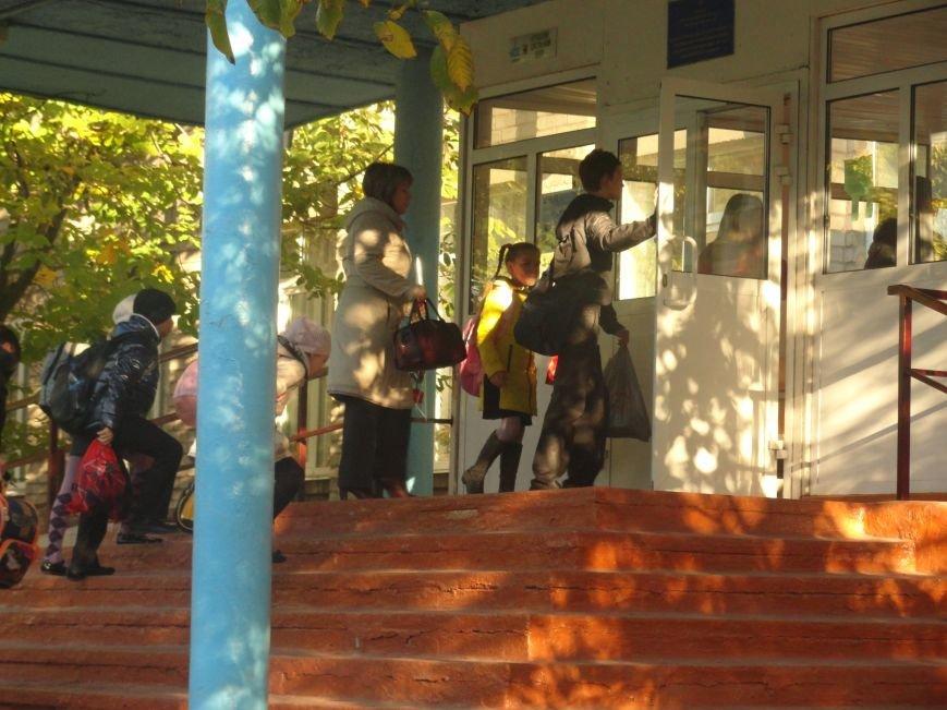 У мариупольских педагогов конфетно-букетный период (ФОТОРЕПОРТАЖ), фото-2