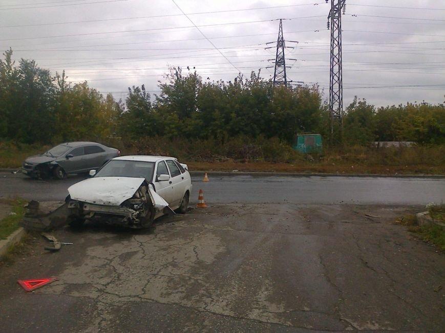 ДТП за 2 октября: «Фиеста» врезалась в дерево, а КАМАЗ наехал на ВАЗ, фото-2