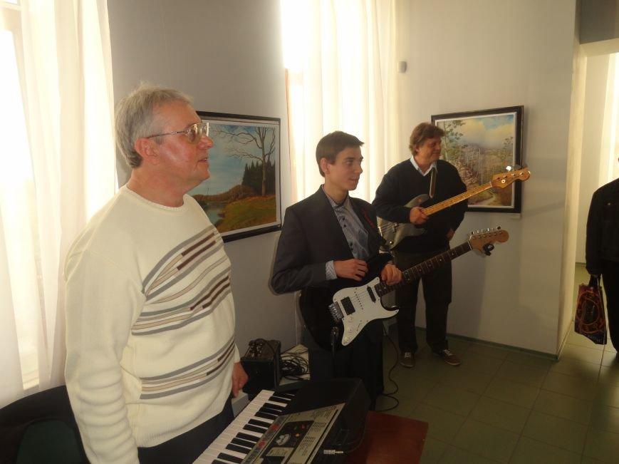 В мариупольском музее на  выставке живописи звучал рок в исполнении художника (ФОТОРЕПОРТАЖ), фото-3