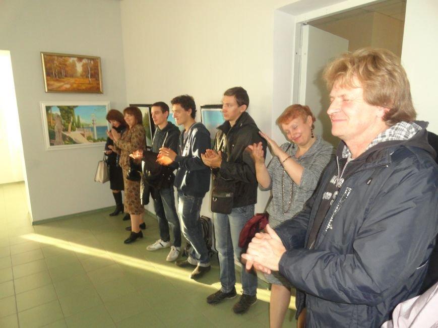 В мариупольском музее на  выставке живописи звучал рок в исполнении художника (ФОТОРЕПОРТАЖ), фото-2