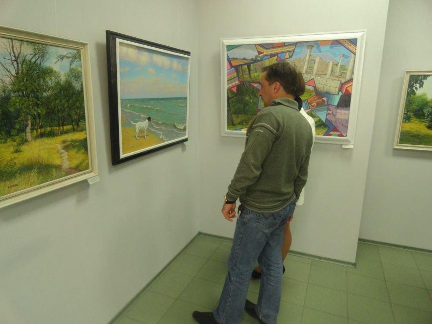 В мариупольском музее на  выставке живописи звучал рок в исполнении художника (ФОТОРЕПОРТАЖ), фото-5