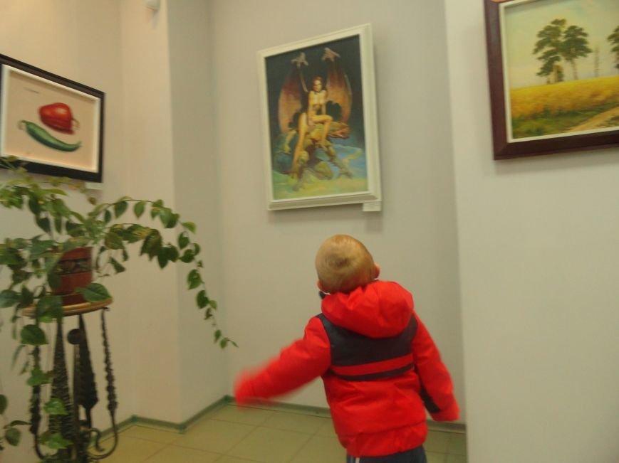 В мариупольском музее на  выставке живописи звучал рок в исполнении художника (ФОТОРЕПОРТАЖ), фото-11