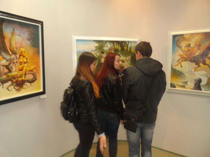 В мариупольском музее на  выставке живописи звучал рок в исполнении художника (ФОТОРЕПОРТАЖ), фото-10