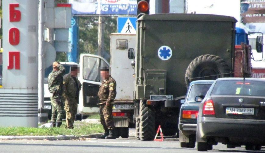 В Мариуполе военные попали в ДТП (ФОТОФАКТ), фото-1