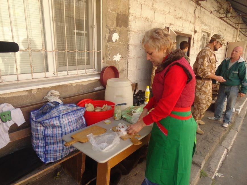 «Мариупольская Дружина» и объединение христианских общин обеспечили горячим питанием блокпосты Мариуполя (ФОТОРЕПОРТАЖ), фото-4