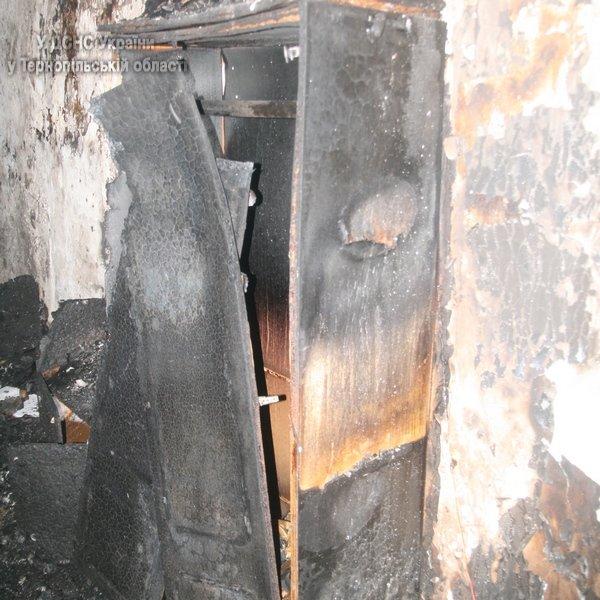 У Тернополі через пожежу у багатоповерхівці 31 людину було евакуювано (фото, відео), фото-4