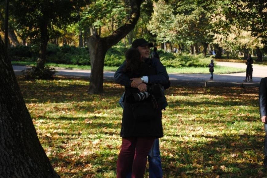 найохочіше обіймалися одинокі чоловіки