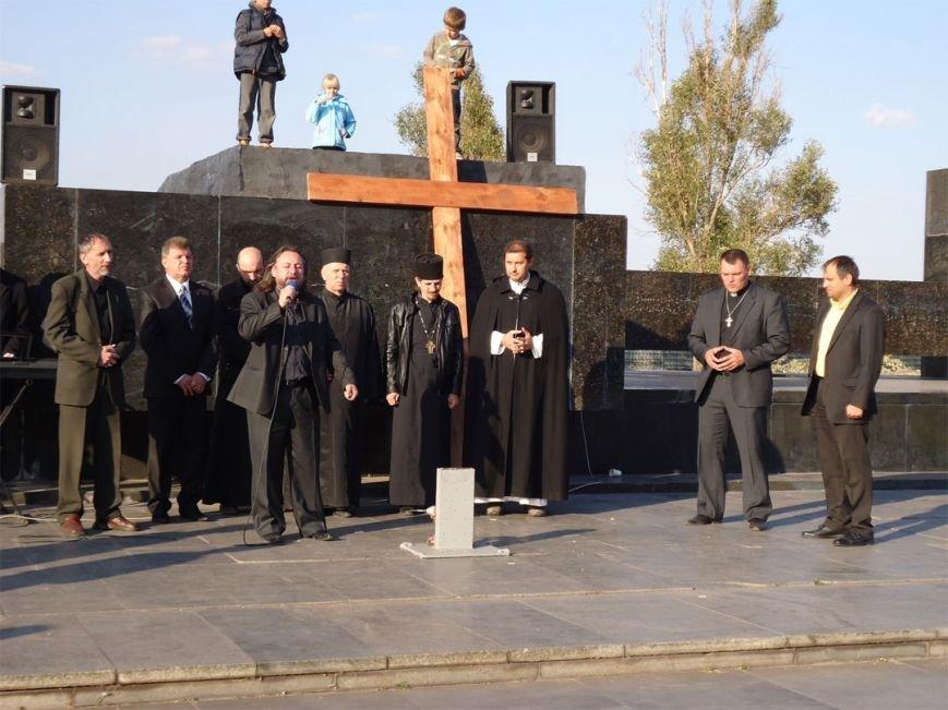 В Мариуполе восстановили крест на месте памятника Ленину (ФОТО), фото-1