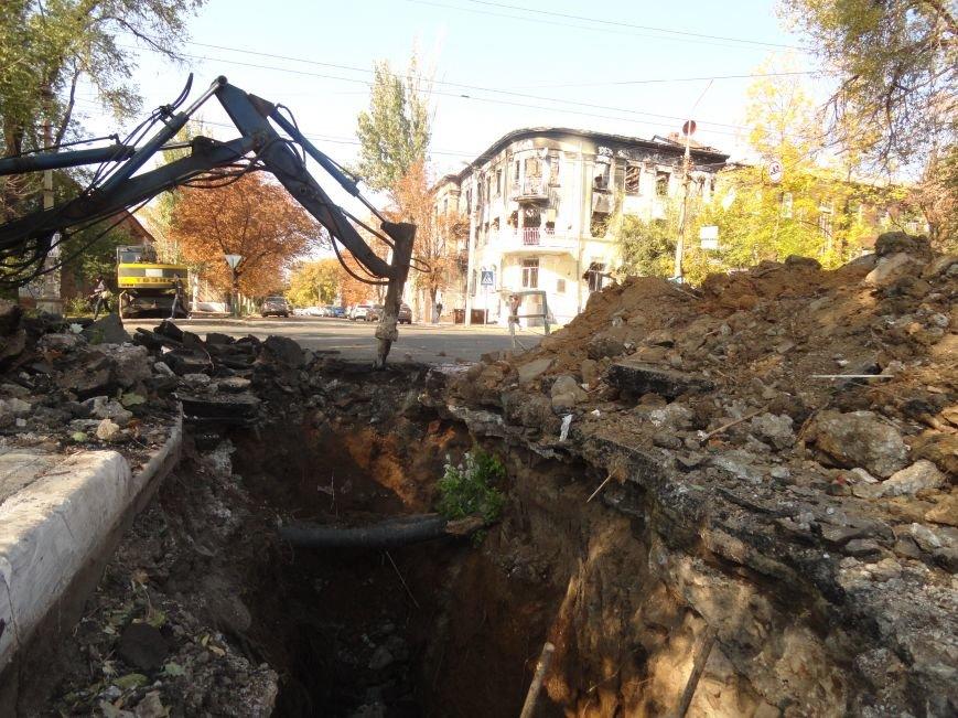 В Мариуполе на дороге провалился асфальт и  повредил канализационную трубу (ФОТОРЕПОРТАЖ), фото-4