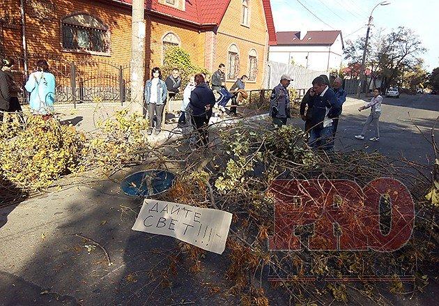 Сегодня бердянцы второй раз за день перекрыли улицу Дюмина (ФОТО), фото-1