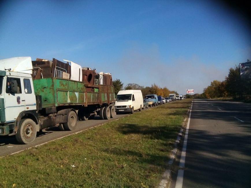 На въезде в Мариуполь со стороны Донецка выстроилась огромная очередь (ФОТО), фото-4