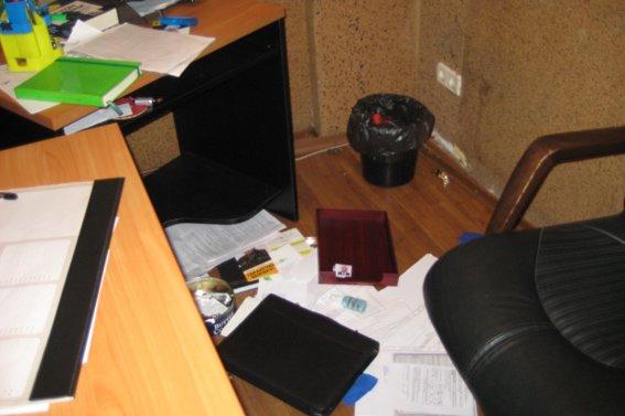В Днепропетровской области начали грабить офисы политических партий, фото-1