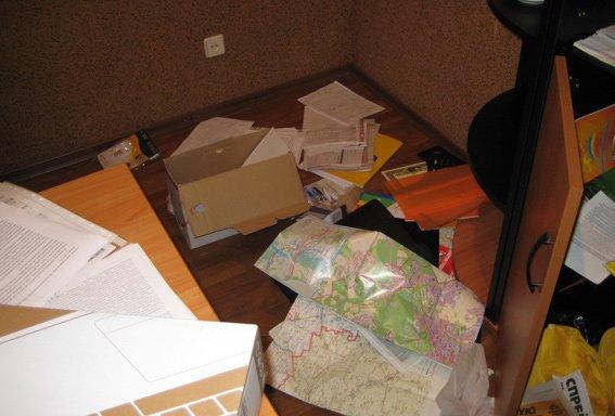 В Днепропетровской области начали грабить офисы политических партий, фото-2