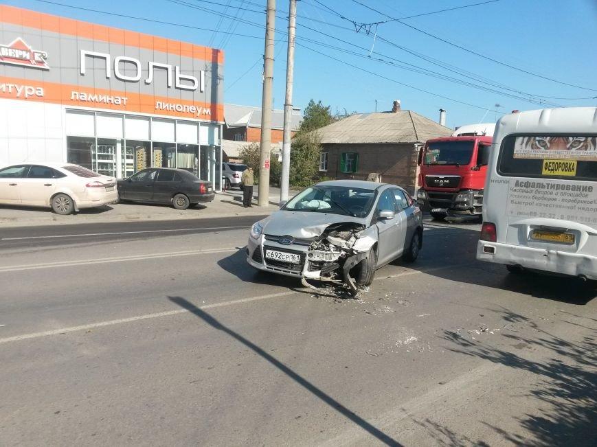 В Таганроге произошла авария, столкнулись три автомобиля (ФОТО), фото-4