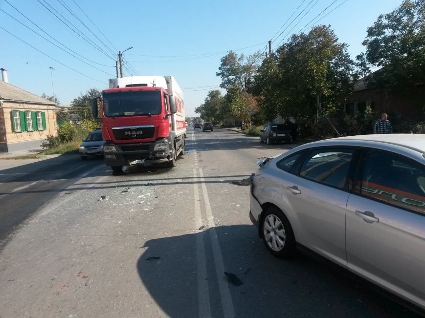В Таганроге произошла авария, столкнулись три автомобиля (ФОТО), фото-1