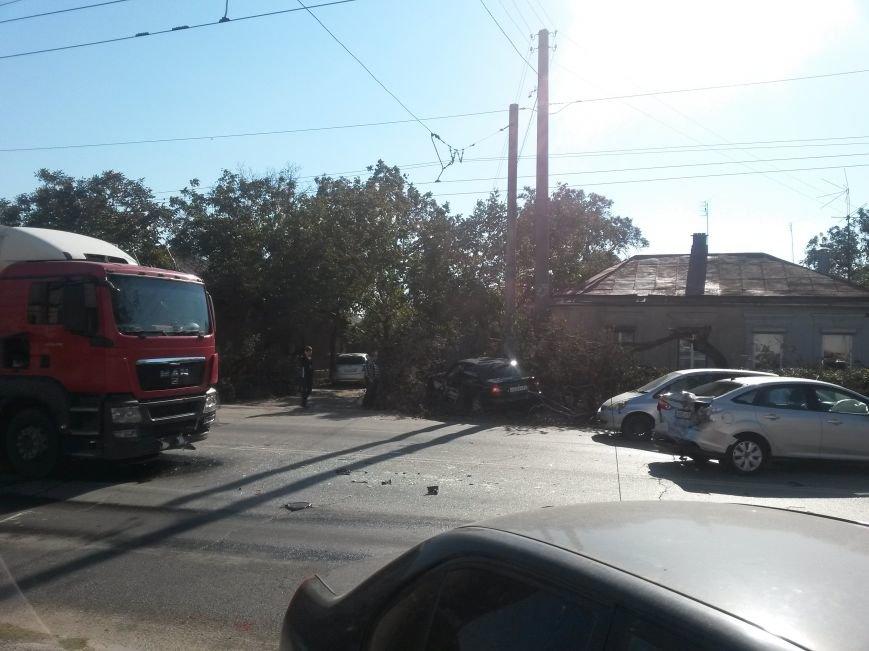 В Таганроге произошла авария, столкнулись три автомобиля (ФОТО), фото-2