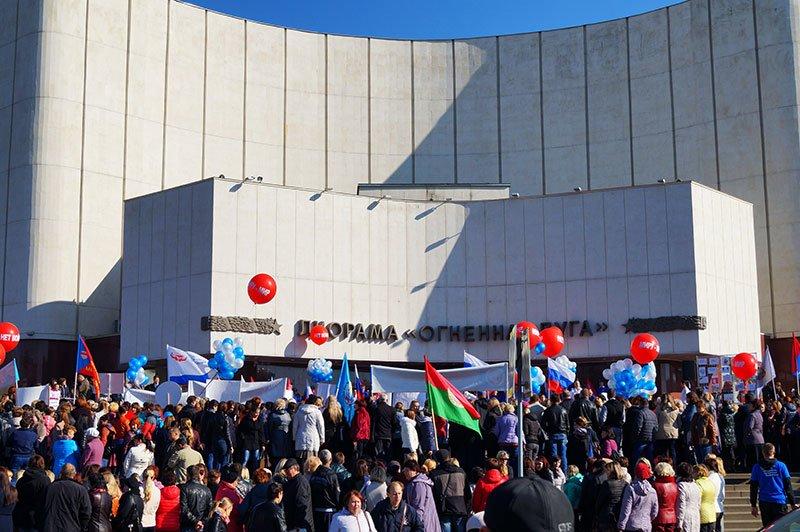В Белгороде сотни людей вышли на митинг и поздравили Путина с днем рождения, фото-2