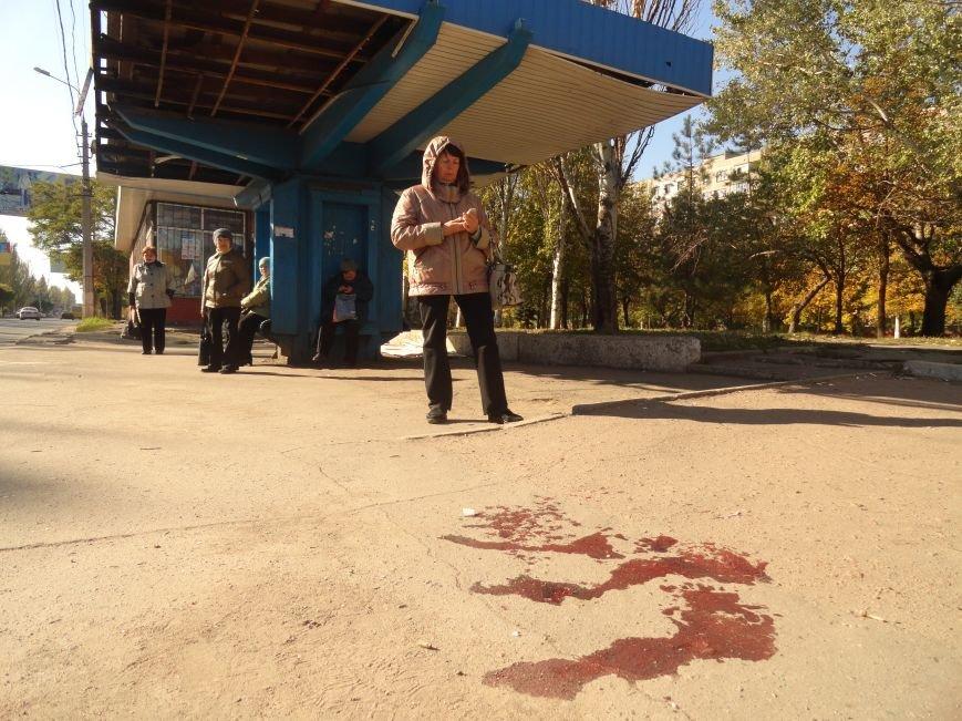 Мариупольцы увидели лужу крови на остановке (ФОТОРЕПОРТАЖ), фото-2