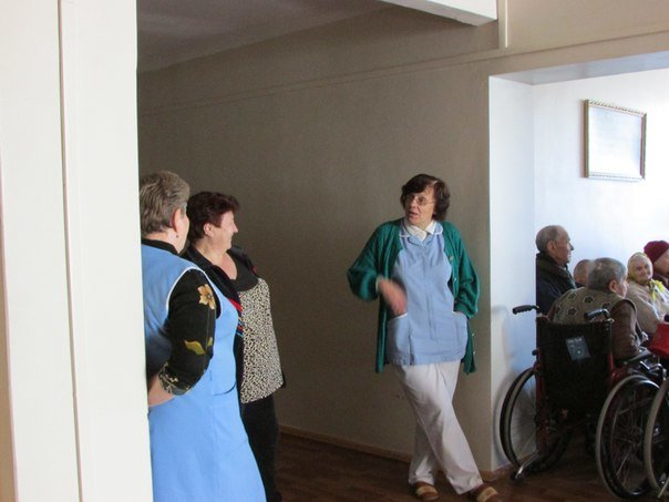 Волонтеры организовали концерт для пожилых людей, фото-2