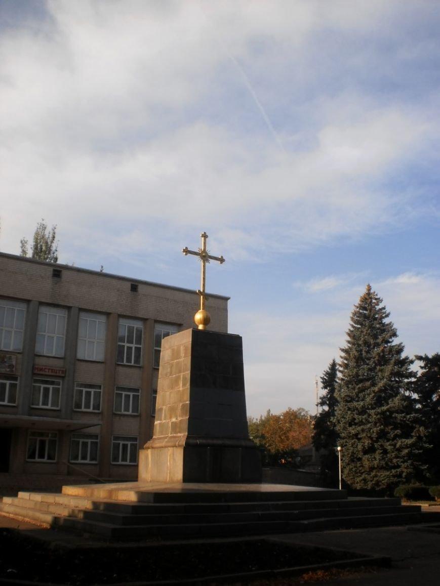 В Кривом Роге на  постаменте поваленного памятника Ленину установили крест (ФОТО), фото-3