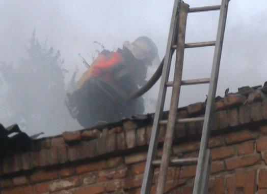 В Харькове сильный пожар чуть не уничтожил двухэтажный дом (ФОТО, ВИДЕО), фото-2