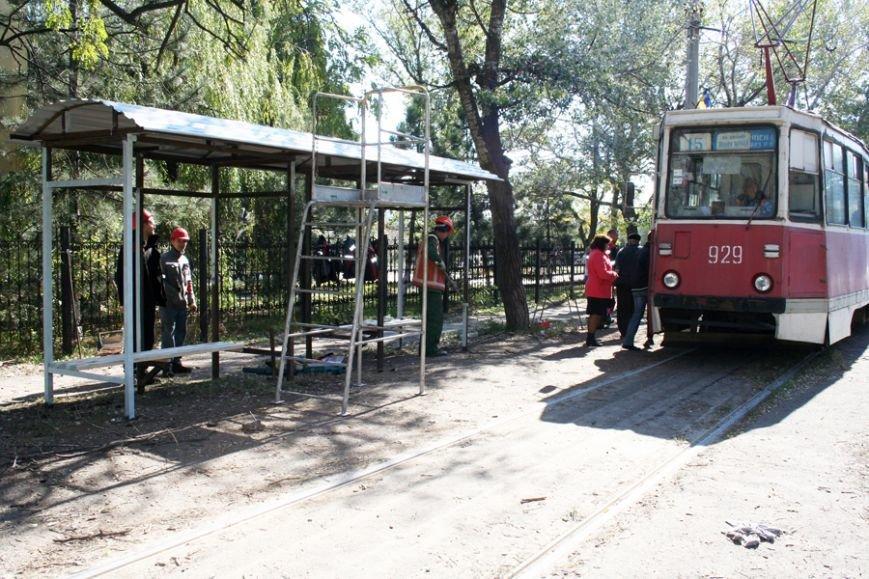 Быстрее, чем планировалось. Остановочный павильон на мариупольской улице Гугеля уже установлен (ФОТО), фото-6
