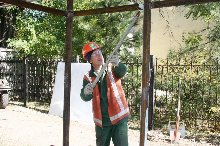 Быстрее, чем планировалось. Остановочный павильон на мариупольской улице Гугеля уже установлен (ФОТО), фото-3