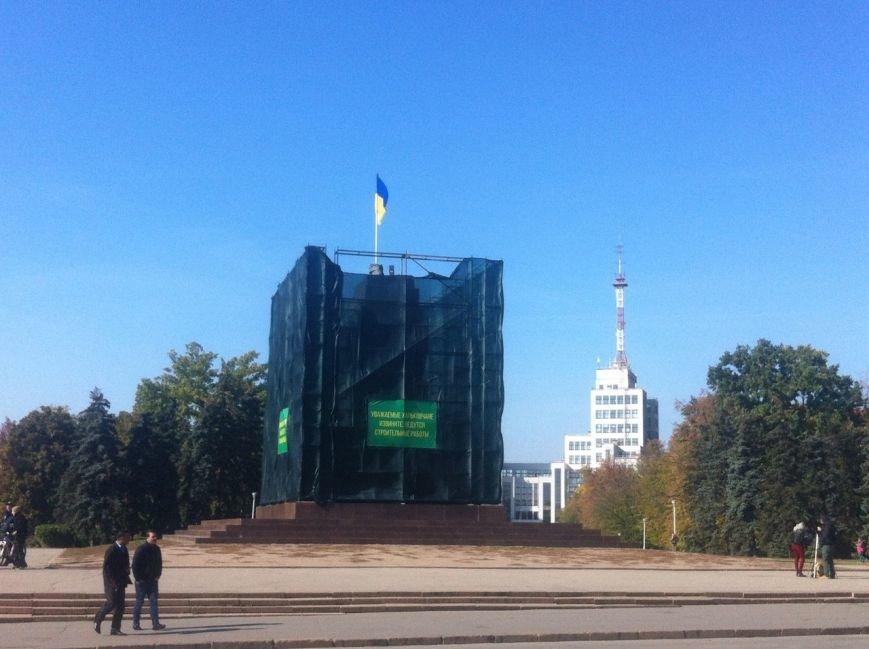 Крест с постамента памятника Ленину сняли по приказу Кернеса, фото-1