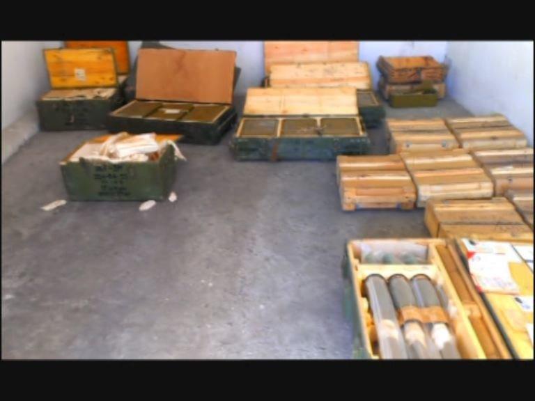 На Днепропетровщине в заброшенном здании обнаружен тайник с большим арсеналом боеприпасов, фото-1