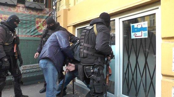 В Киеве средь бела дня задержали вооруженных бандитов (ФОТО, ВИДЕО), фото-3