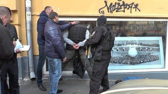 В Киеве средь бела дня задержали вооруженных бандитов (ФОТО, ВИДЕО), фото-2