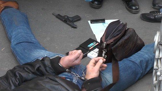 В Киеве средь бела дня задержали вооруженных бандитов (ФОТО, ВИДЕО), фото-1