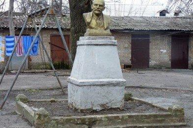 Вчера в Кривом Роге недосчитались еще одного Ленина, а Юрий Вилкул сообщил о готовящемся «захвате горисполкома боевиками», фото-1