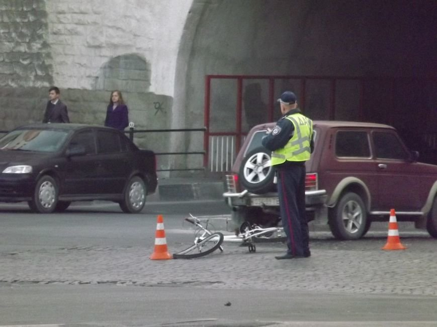 Біля залізничного моста збили велосипедиста (фото), фото-1
