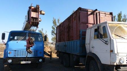 В Мариуполе начался монтаж утепленных контейнеров на линии обороны города (ФОТО), фото-1