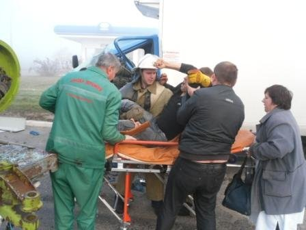 В Днепродзержинске спасатели извлекли водителя из поврежденного в ДТП автомобиля, фото-2