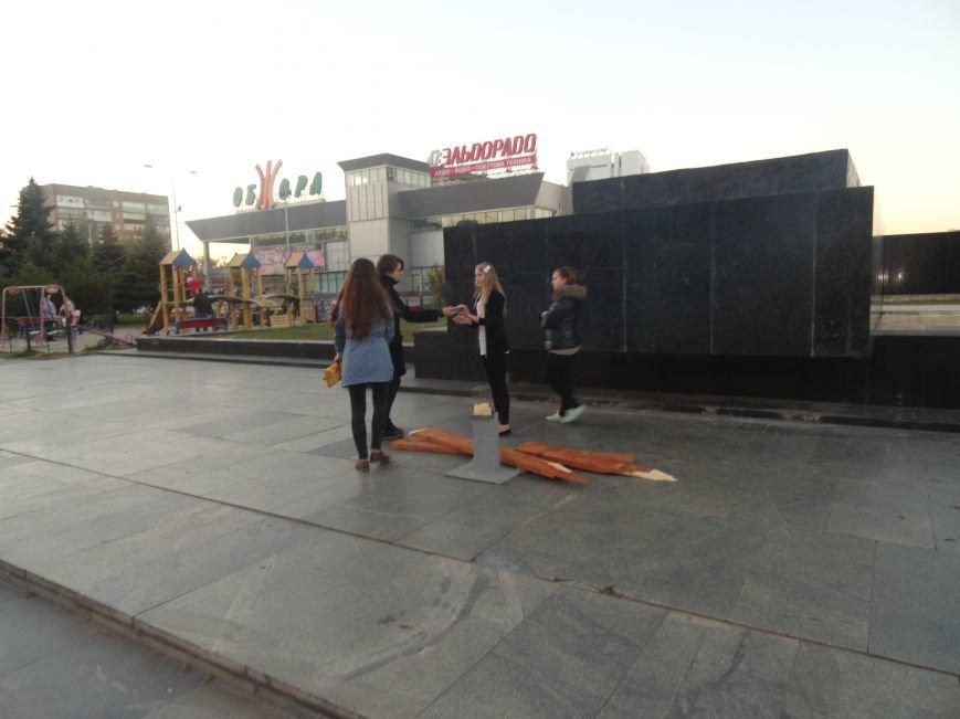 Мариупольский памятный крест на площади Ленина снова сломан(ФОТО), фото-2