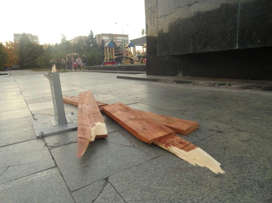 Мариупольский памятный крест на площади Ленина снова сломан(ФОТО), фото-4
