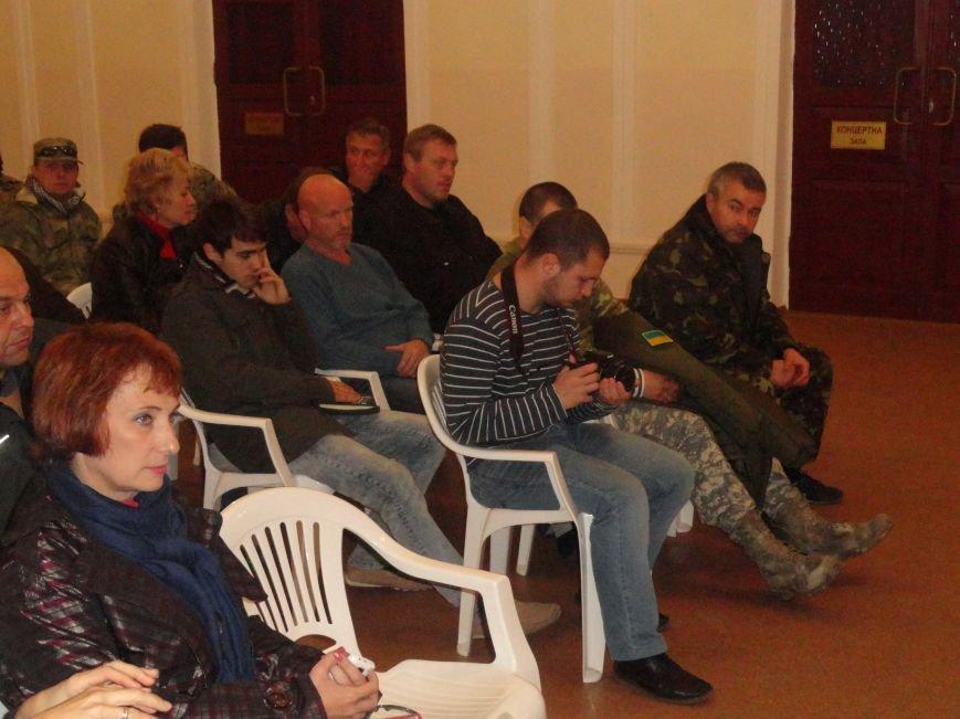 Представители киевского Майдана и волонтеры Мариуполя решили взять  под контроль снабжение фронта со стороны МВД и Минобороны (ФОТО), фото-6