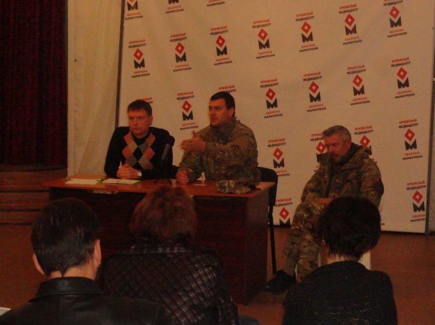 Представители киевского Майдана и волонтеры Мариуполя решили взять  под контроль снабжение фронта со стороны МВД и Минобороны (ФОТО), фото-4