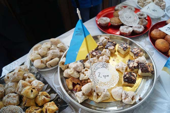 У Тернополі діти продавали солодощі, щоб допомогти бійцям АТО, фото-4