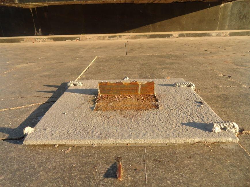 Неизвестные сопротивляются установке памятного креста в Мариуполе (ФОТОФАКТ), фото-2