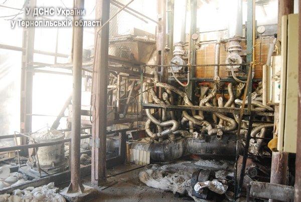 На Тернопільщині виникла масштабна пожежа на підприємстві, яке виготовляє скло (фото, відео), фото-1