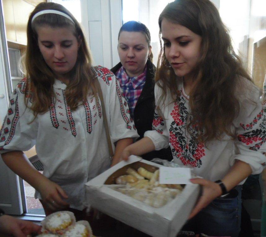 У Тернополі на благодійному ярмарку збирали кошти для пораненого в АТО 20-річного студента (фото), фото-1