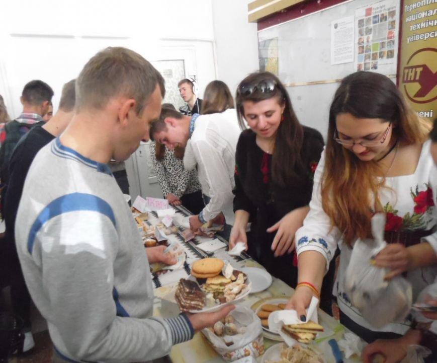 У Тернополі на благодійному ярмарку збирали кошти для пораненого в АТО 20-річного студента (фото), фото-4