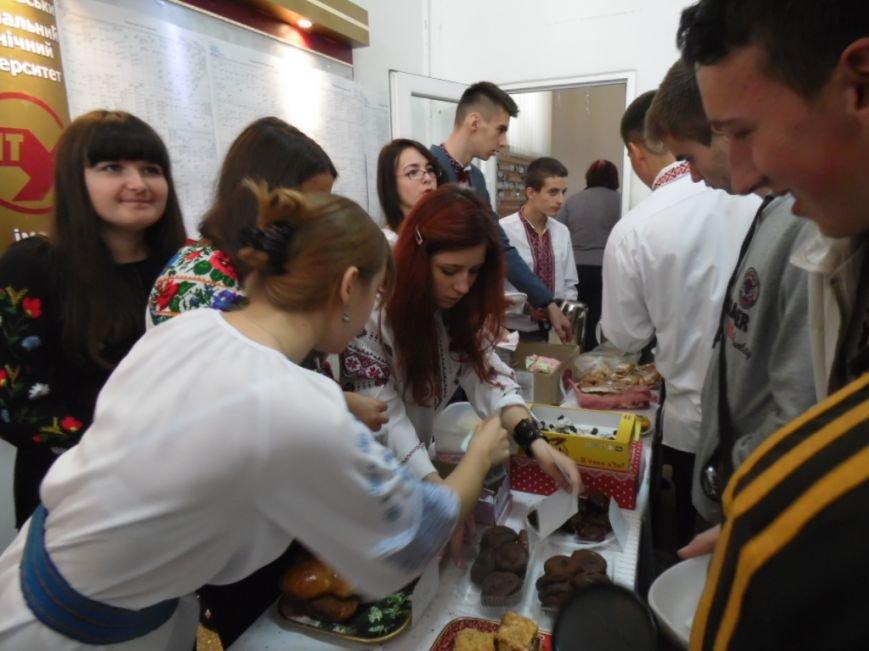 У Тернополі на благодійному ярмарку збирали кошти для пораненого в АТО 20-річного студента (фото), фото-3